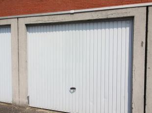 Deze garage bevindt zich in een garagecomplex, op wandelafstand van het centrum van Roeselare en dicht tegen de kleine Ring van Roeselare.  Neem gerus