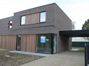 Deze prachtige nieuwbouwwoning bevindt zich nabij school, snelwegen en het nieuwe ziekenhuis AZ Delta!<br /> De woning omvat een inkom, gastentoilet,