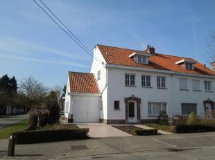 3 1 Ja Ja Goed en rustig gelegen ruime half open bebouwing nabij de grote Delhaize bestaande uit inkom met vestiaire, toilet, ruime living, keuken, gr