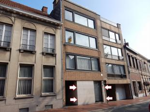 Het pand is gelegen in een appartementsgebouw (gelijkvloers) en heeft zeer lage gemeenschappelijke kosten. Private stadstuin aanwezig. Private ruime b