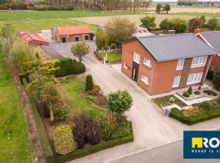 Ruime alleenstaande woning met prachtig verzicht bestaande uit inkom- en trappenhal, ruime living  (33 m²), ruime leefkeuken (22 m²), droge