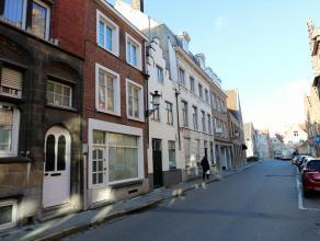 VOLLEDIG GERENOVEERDE STADSWONING CENTRUM BRUGGE. Deze, tot in de puntjes gerenoveerde, stadswoning situeert zich op steenworp van centrum Brugge. Dez