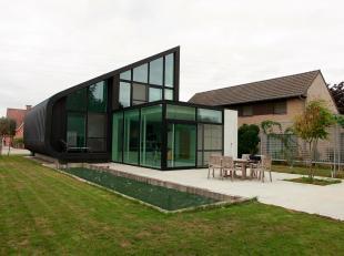 MODERNE ARCHITECTEN VILLA (bj 2013) MET 3 SLPKS, TUIN EN ZWEMVIJVER<br /> Bent U op zoek naar een strakke architecturale parel?  Wenst U een unieke, l