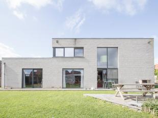 RECENTE ENERGIEZUINIGE NIEUWBOUW MET 4 SLPKS EN 2 BADKS EN DRESSING.<br /> Deze villa, uit 2008 (255 m²bewoonbaar opp), geeft een uitermate comfo