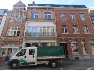 GEMEUBELDE STUDIO MET APARTE SLAAPKAMER OP 150M VAN STATION<br /> Kleine gemeubelde studio (2de verdieping) bestaande uit: gezellige living met open i