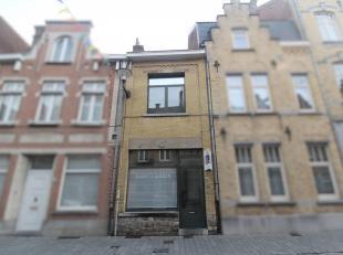 DUPLEX-APPARTEMENT  MET 1 SLAAPKAMER IN HET CENTRUM<br /> Duplex-appartement bestaande uit inkom, gezellige lichtrijke living, open ingerichte keuken