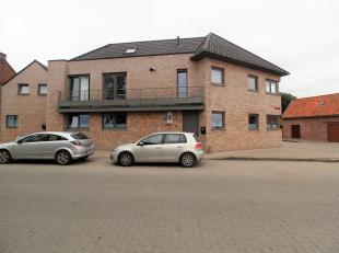 RECENT NIEUWBOUWAPPARTEMENT MET 2 SLAAPKAMERS<br /> Dit appartement is gelegen op het gelijkvloers. Het beschikt over een inkomhal met aansluitend de