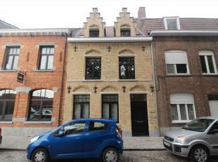 Prachtig authentiek gerenoveerd appartement met terrasje.<br /> Dit appartement werd recentelijk volledig gerenoveerd. Het bestaat uit een lichtrijke