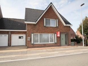 Deze half-open woning met 3 slaapkamers is gelegen nabij het centrum van Klerken. Daarnaast heeft de woning een inpandige garage en beschikt het ook o