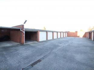 RUIME GARAGE TE HUUR AAN DE STADSRAND<br /> Deze garage is onmiddellijk beschikbaar en goed toegankelijk.<br /> Het betreft nummer 8.  De poort zal ma