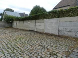 2 buitenstaanplaatsen aan 30 euro/ staanplaats. -Op kruispunt Frenchlaan, Zonnebeekseweg, Basculestraat, Meensweg en op 100 meter van de Menenpoort.