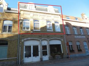 Centrum Ieper: appartement met 2 slaapkamers. Inkom, living, aparte keuken, 2 slaapkamers en badkamer.Bergzolder + kelder.