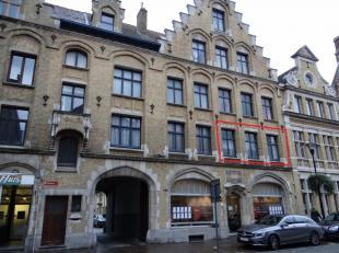 Centrum Ieper: appartement met twee slaapkamersRuime living met open keuken ( leuke lichtinval).2 slaapkamers.Badkamer met douche en lavaboApart toile
