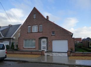 Ruime alleenstaande woning met garage en tuin.3 grote slaapkamers waarvan 1 op het gelijkvloers, 2 kleinere kamers dienend als éénpersoo