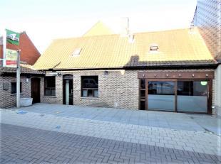 Deze studio met handelsruimte in het centrum van Beveren biedt verschillende mogelijkheden. Handelsruimte beneden bestaat uit 2 in elkaar overlopende