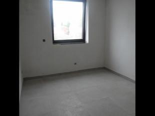 Modern appartement op 1e verdieping. Groen en kindvriendelijk gelegen in centrum Ieper. Woonkamer met open keuken, 2 slaapkamers, badkamer met douche,