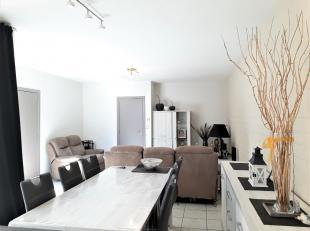 Gelijkvloers appartement met 2 slaapkamers en groot terras, gelegen in het centrum van Poperinge.Goed onderhouden en leuk ingericht appartement, besta