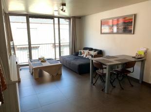 Dit appartement dichtbij markt en andere faciliteiten is nog zo goed als nieuw! Alle comfort is aanwezig. Daarnaast biedt het ook het gemak dat de ele