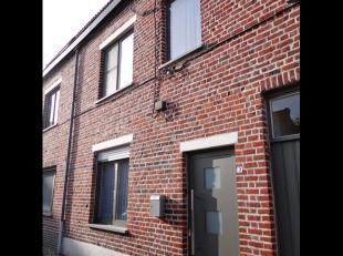 Gerenoveerde stadswoning met 3 slaapkamers en zonnig terrasGelijkvloers:inkomruime livingkeuken wordt volledig vernieuwdwasbergingruim en zonnig terra