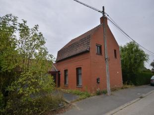 Poperinge (Proven), ruime alleenstaande woning met oprit naar dubbele garage.Gelijkvloers ingericht met keuken, woonkamer, badkamer, wasberging en ink
