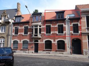 Centrum Ieper: ruim appartement met twee slaapkamers en terras.-Grote living met open keuken-Apart toilet -Ruim terras-2slaapkamers-badkamer met lavab