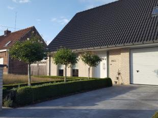 Brandhoek: (Vlamertinge): recente woning (bouwjaar 2011) met 4 ruime slaapkamers en aangelegde tuin.Indeling:-inkom met gastentoilet met handenwasser-