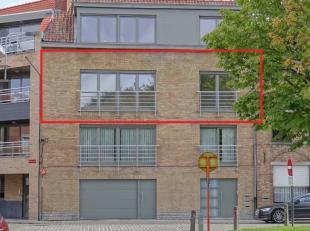 Instapklaar appartement in Ieper te huur! INDELING :Inkom met apart toilet, keuken met ontbijthoek, mooie luchtige living met badkamer en twee slaapka