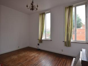 Appartement is als volgt ingedeeld: Leefruimte, keuken, badkamer en 2 slaapkamers. Geen lift. Onmiddellijk vrij. Epc 956kWh/m² UC1242067.