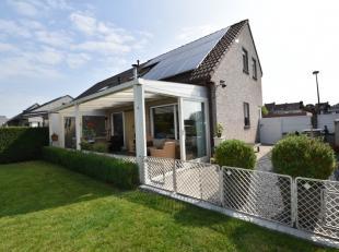 Deze prachtige halfopen bebouwing met een totale grondoppervlakte van 555 m² is gelegen op een rustige locatie in Menen.<br /> Dit huis beschikt