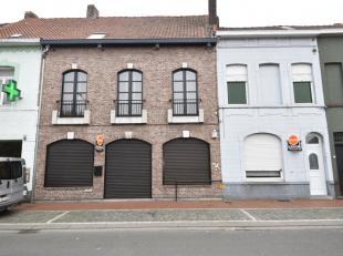 Zeer ruim handelspand met woonst + aparte woning gelegen op een commercieel zeer interessante locatie in Menen.<br /> Dit pand beschikt over een zeer