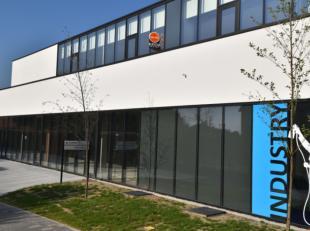 Casco nieuwbouw kantoorruimte/ handelszaak op uitstekende commerciële locatie.<br /> Deze bedrijfsruimte / handelszaak is gelegen op een steenwor