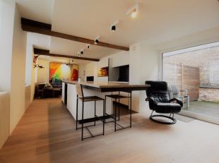 Luxueus appartement afgewerkt met hoogstaande kwalitatieve materialen, dit in combinatie met karaktervolle elementen.<br /> Het appartement is gelegen