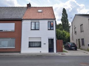 Deze instapklare woning is recent gerenoveerd, beschikt over 3 slaapkamers en een tuin, die bovendien ook toegankelijk is via de zijingang, en is erg