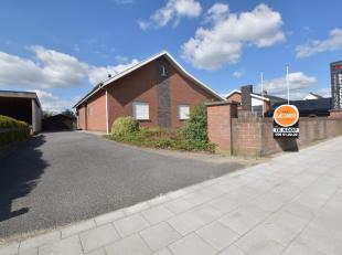 Zeer ruime gelijkvloerse bungalow/villa gelegen nabij het centrum van Moorsele op maar liefst 915 m².Het huis heeft een prachtige uitzicht over d