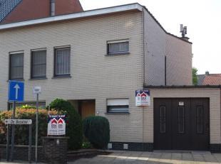 Woning met 4 slaapkamers, garage en tuin.In het centrum van Menen vind je deze ruime woning.Na het binnenkomen via de statige inkomhal vind je op het