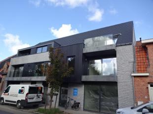 Volledig nieuw appartement met garage en 2 slaapkamersBestaande uit een ruime living met moderne open keuken, 2 slaapkamers, badkamer, apart toilet, t