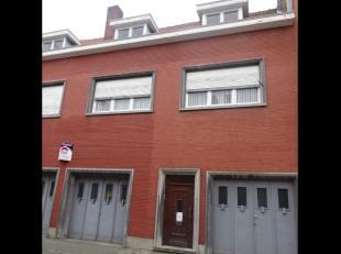 Op wandelafstand van de grote markt en stationTe renoveren bel-etage, bestaande uitappartement met grote living, keuken, badkamer, 3 grote slaapkamers