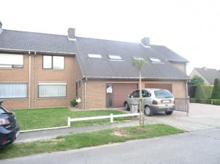 Instapklare woning met 4 slaapkamers bestaande uit: -gelijkvloers: inkomhal, woonkamer, toilet, keuken, berging, garage, voortuin, terras en tuin -1st