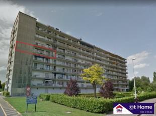 Dit vernieuwd appartement bestaat uit: Inkomhal - open keuken met oven, dampkap, keramische kookplaat en koelkast - woon- en eetkamer, badkamer met do