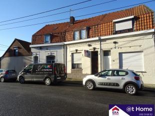 Belle et calme maison à Rekkem. La propriété se compose au rez de chaussée: entrée, salon, cuisine, salle de bain,