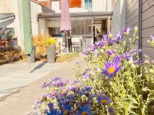 Verzorgde gerenoveerde woning in doodlopende straat.* Gelijkvloers : inkom, woonkamer met open keuken, berging, veranda en badkamer* 1ste verdiep : 2