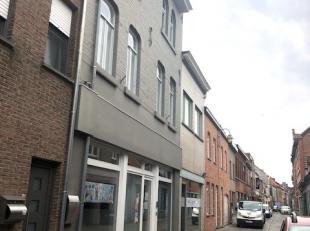 Handelspand met woonst in het centrum te Wervik.Woning best.uit een winkel (200 m2), berg., bureel/praktijk ,wc, luxe keuken met bijkkn, living, terra