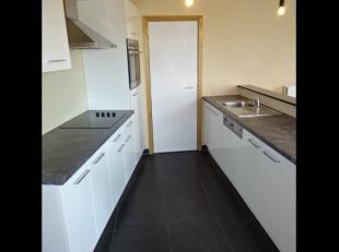 Prachtig appartement op 3de verdieping met zicht op de LeieBestaande uit:* inkomhal, apart toilet, eetplaats + living, open keuken, berging, badkamer