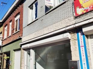 Maison + bâtiment commercial (+espace de stockage supplémentaire) à vendre à Menen. Se compose: * Rez de chaussée :