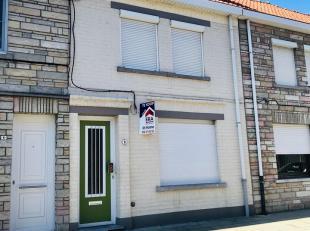 Cette maison bien entretenue contient: hall d'entrée, living, cuisine ouverte, débarras, buanderie, salle de bain.1er étage: 2 ch