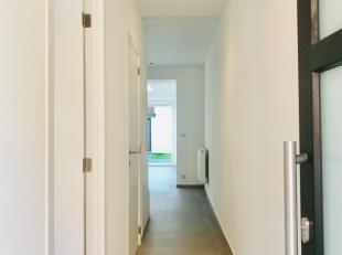 Offre bien venue a partier de 170 000 euro, prix demander 188 000 euro. Maison complètement renovée avec 3 chambres et jardin à M