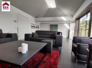 Villa d'architecte moderne à vendre à Rekkem ! Dans cette villa, vous pouvez profiter de la vue unique depuis votre siège ! Cette