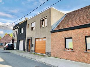 Maison très spacieuse avec 4 chambres (5 possibles), 2 salles de bains, garage et jardin orienté sud dans un endroit très calme,