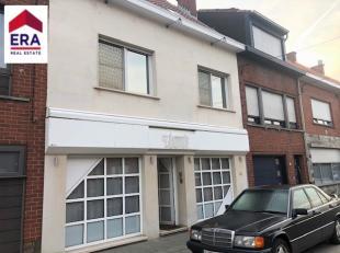 Luxueuze woonst met 5 slaapkamers en bureel in centrum Roeselare.Bestaat uit : Gelijkvloers : inkom/bureel (30m²), living met open keuken, aparte