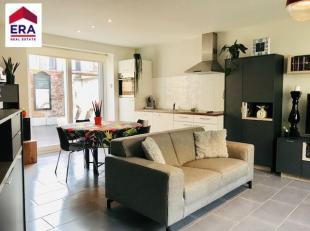 Maison rénover avec 2 chambres et cour.Contient: rez-de-chaussée: hall d'entrée, toilettes, cave, living spacieux avec cuisine ou